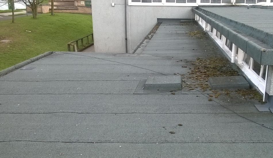 flat roof in good condition for overlaying